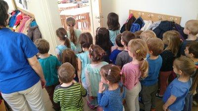 Csiga csoport kékben a Víz Világnapja alkalmából